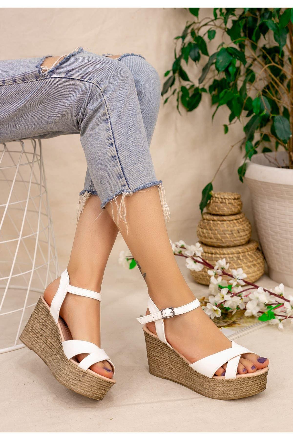 Açela Beyaz Cilt Dolgu Topuk Sandalet