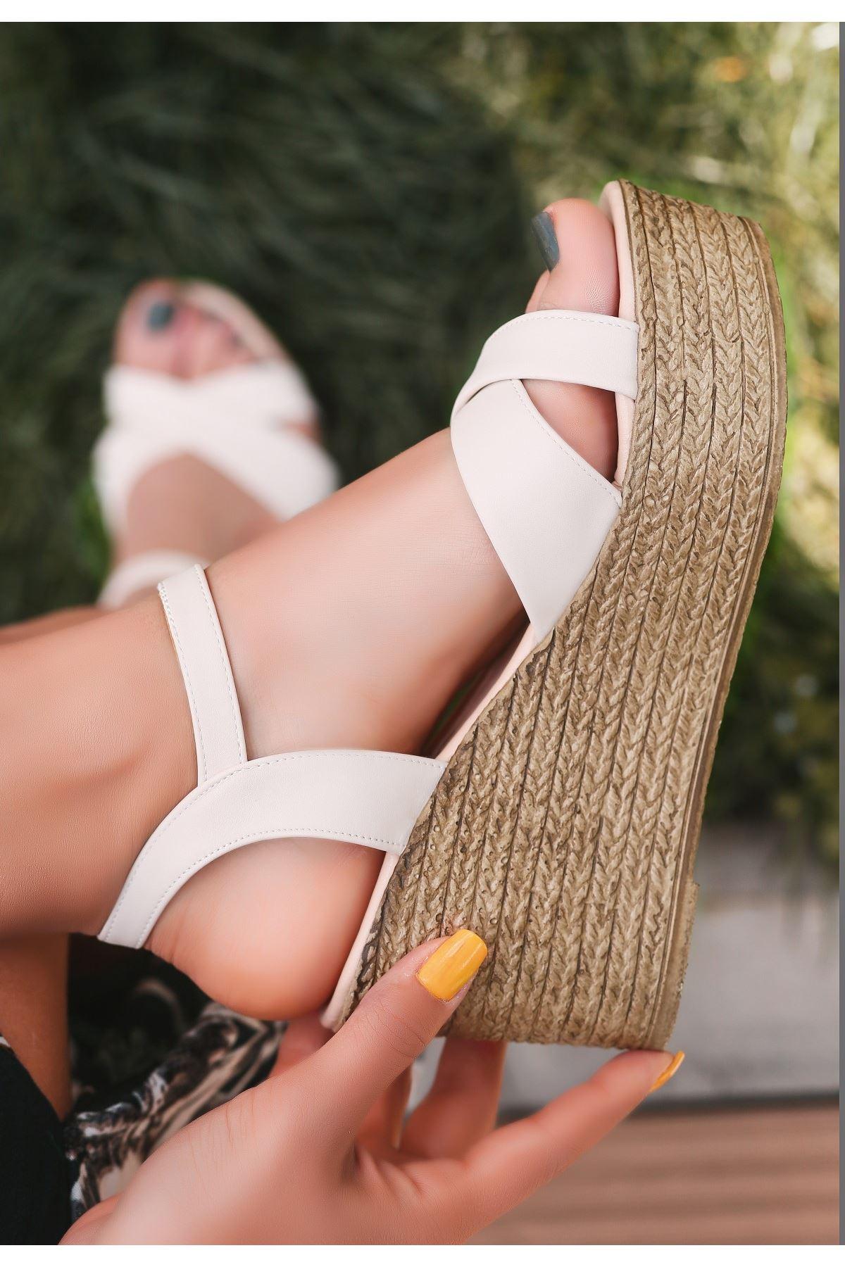 Açela Krem Dolgu Topuk Sandalet
