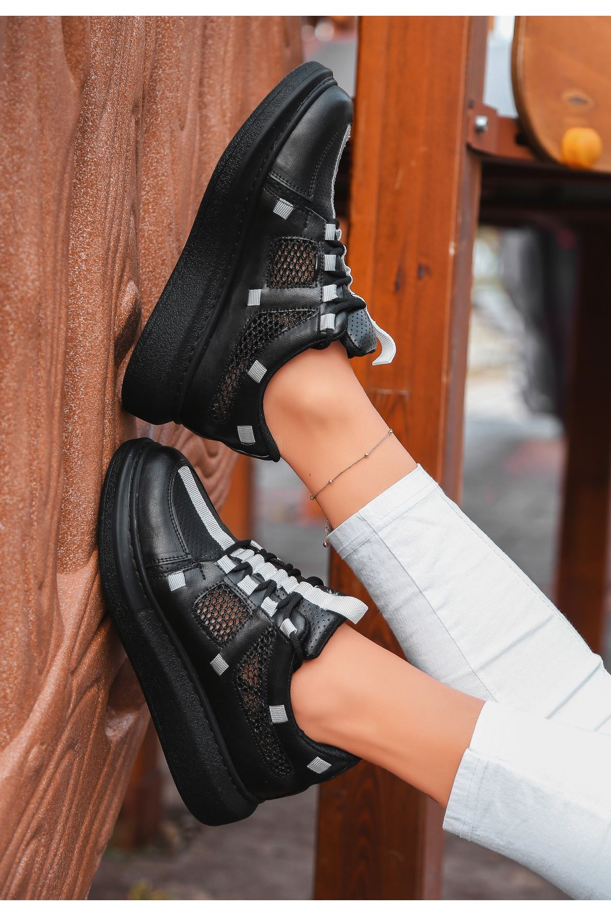 Ponixi Siyah Cilt Fileli Spor Ayakkabı