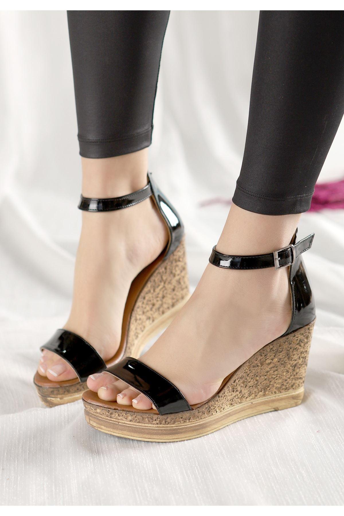 Dran Siyah Rugan Dolgu Topuk Sandalet