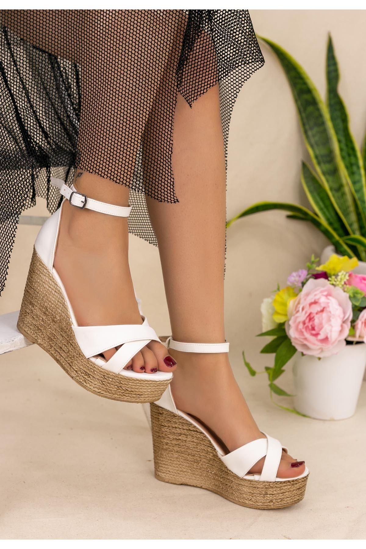 Xaina Beyaz Cilt Dolgu Topuk Sandalet