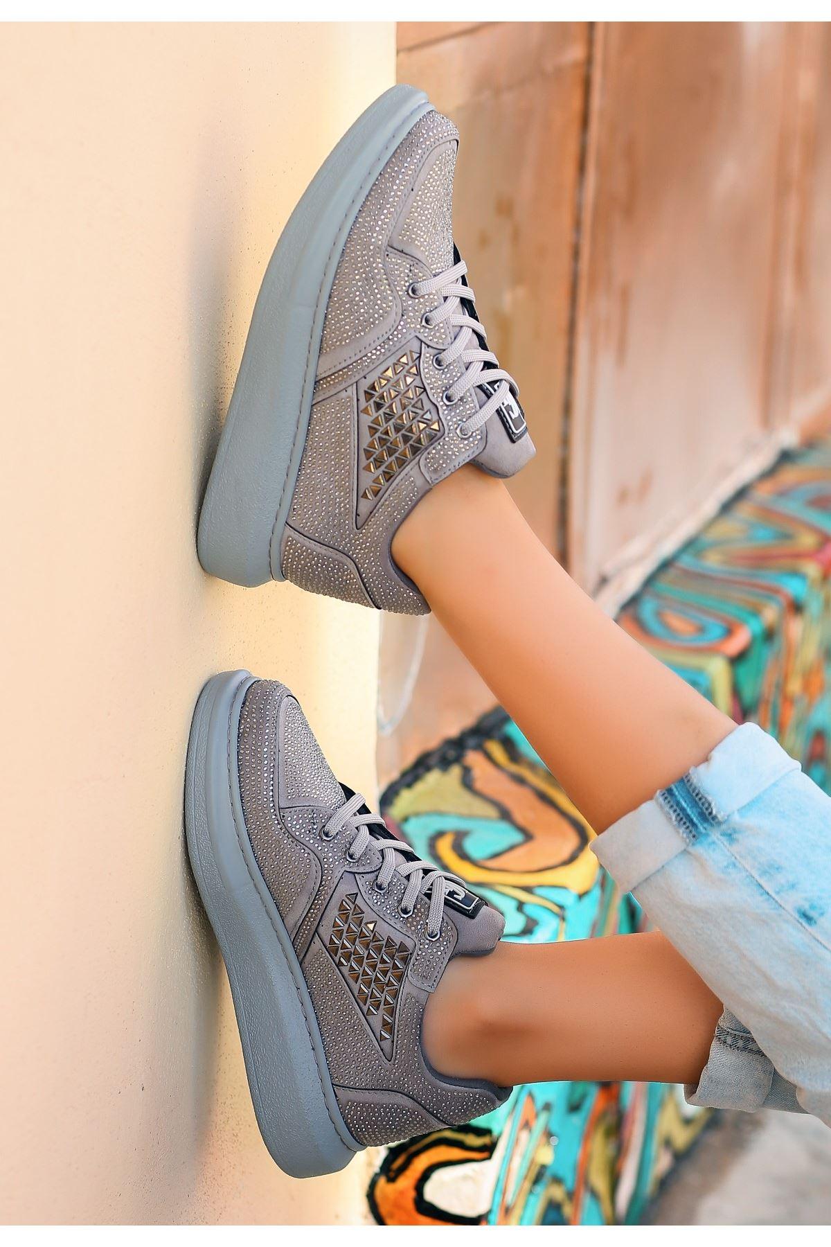 Tija Gri Süet Taşlı Spor Ayakkabı