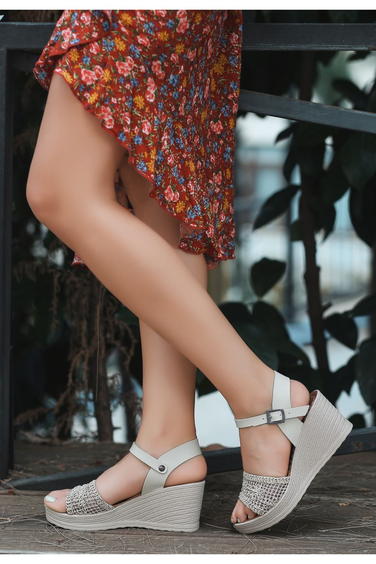Vesu Ten Örgülü Dolgu Topuk Sandalet
