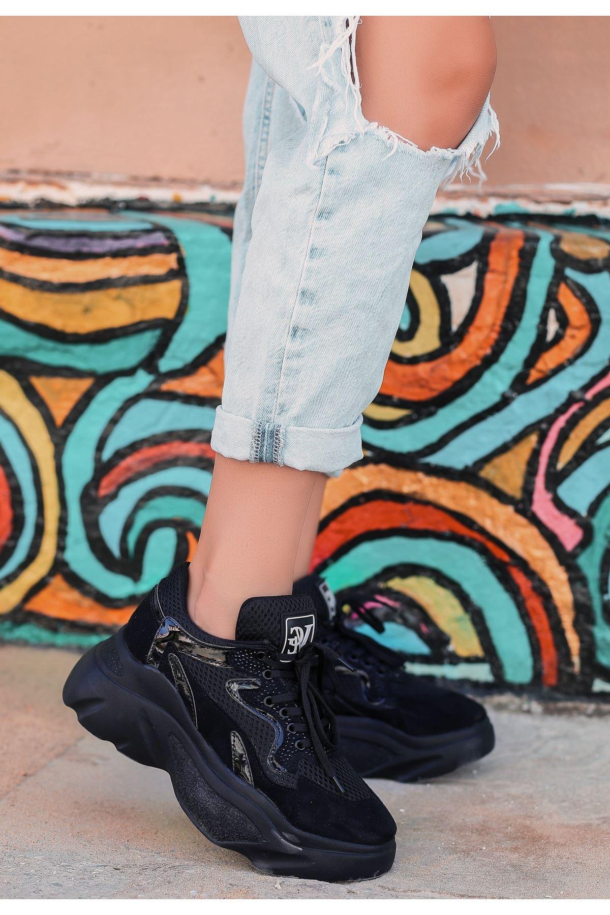 Arviç Siyah Süet Rugan Detaylı Spor Ayakkabı