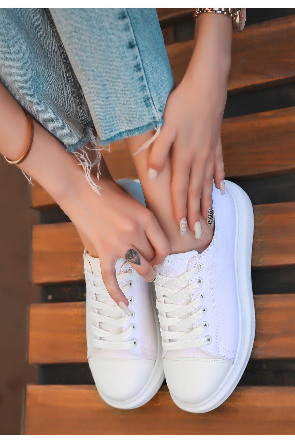 Tija Beyaz Keten Bağcıklı Spor Ayakkabı